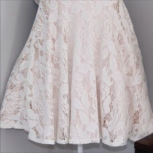 City Triangles Dresses - City Triangles A Line Cream Lace Dress w Bows Sz 1